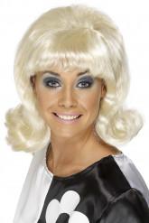 Naisten vaalea peruukki 60-luvun kampauksella
