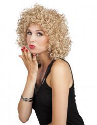 Naisen vaalea permanenttiperuukki