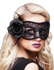 Musta silmikko naiselle ruusun kanssa