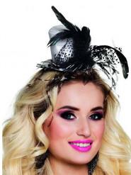 Glamour-hattu höyhenillä