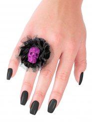 Musta sormus violetilla pääkallolla