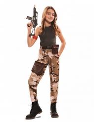 Sotilasasu tytölle