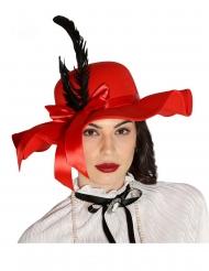 Punainen hattu sulilla naiselle