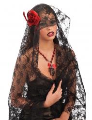 Musta pitsihuntu ruusulla naiselle