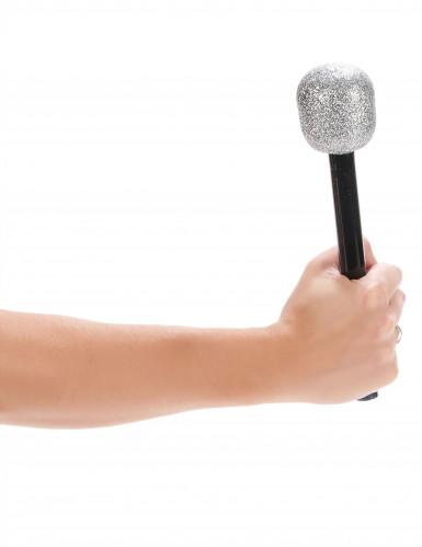 Laulajan mikrofoni-1