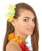 Havaijilainen hiuskoriste keltaisilla kukilla